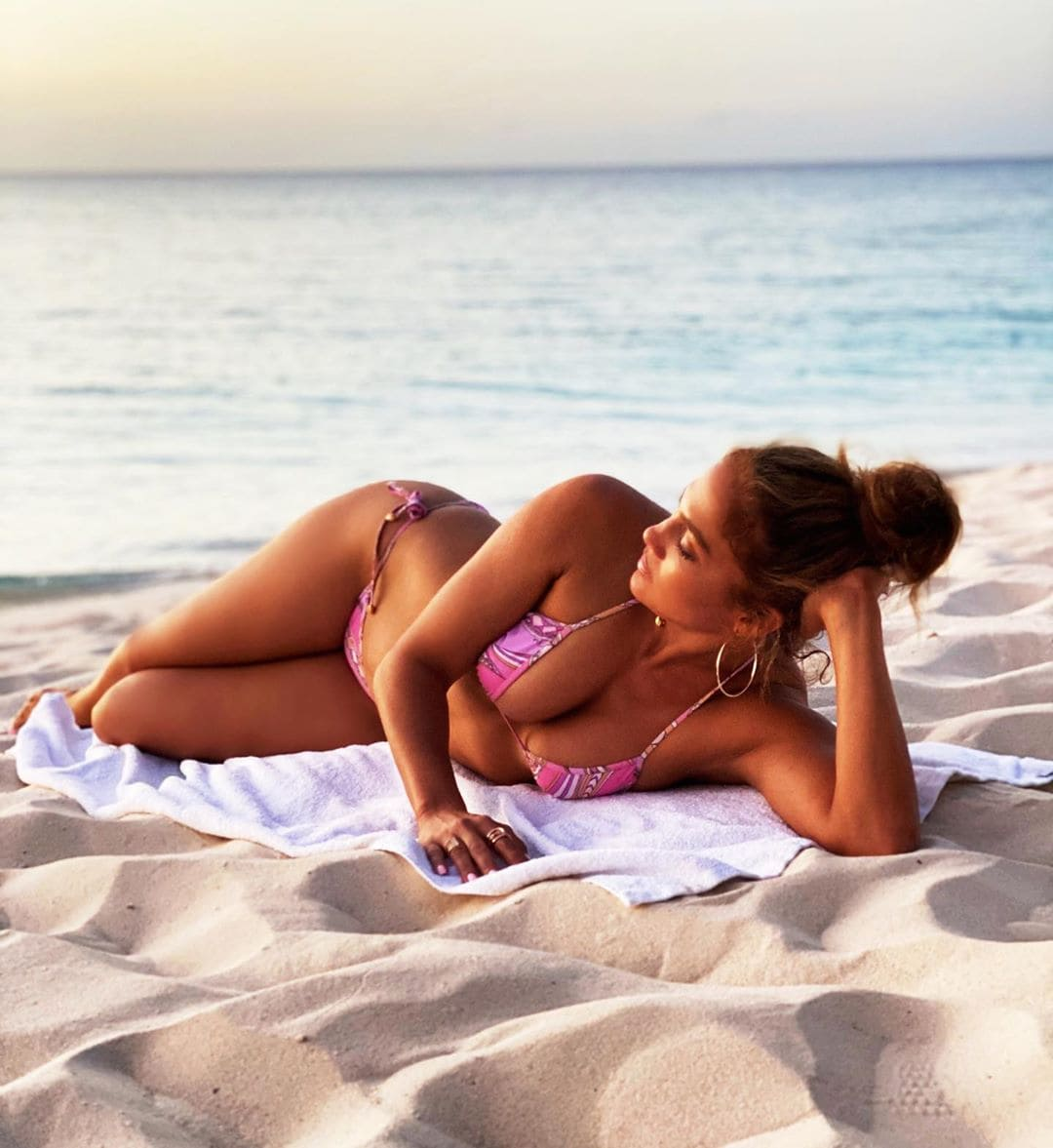 Jennifer-Lopez-posted-a-bikini-photo-Holding-on-to-the-last-few-moments-of-summer