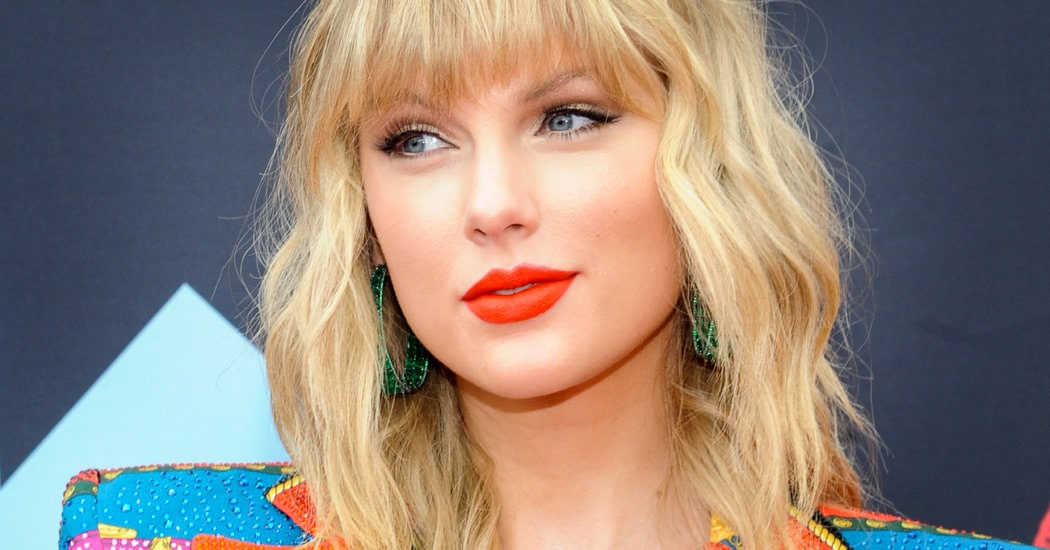 worldcelebritynews.com-taylor-swift-folklore-can-create-new-record-towards-creating-history.