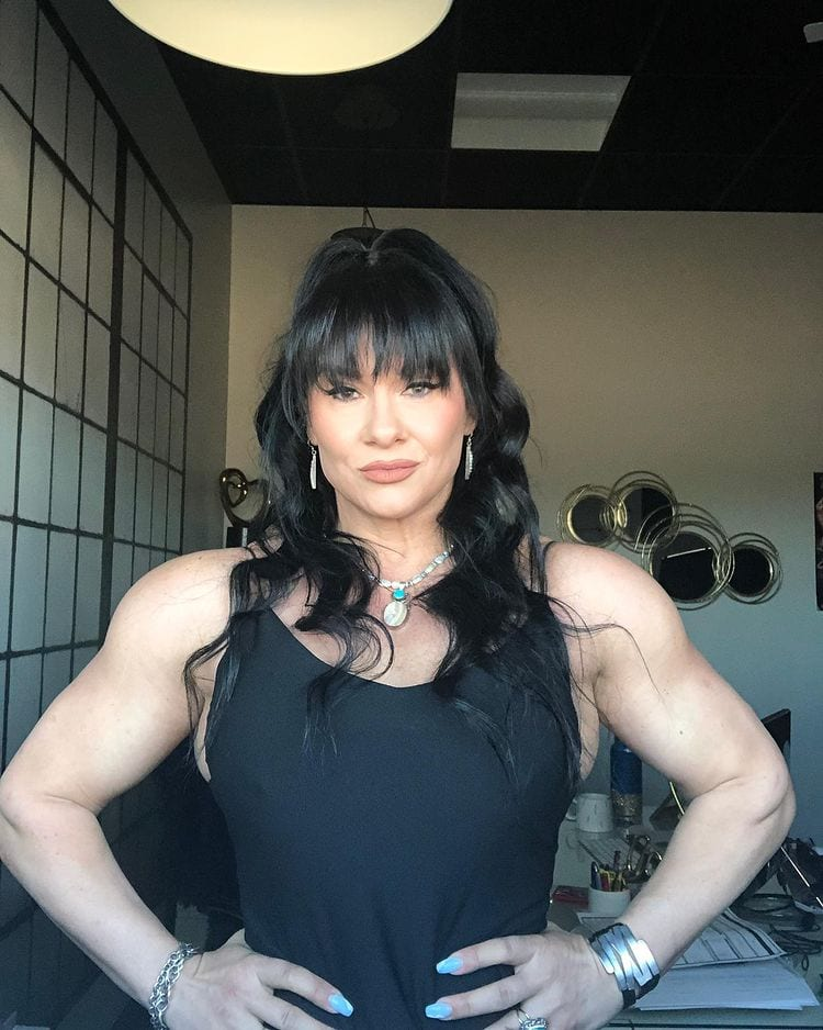 Girls-with-muscles-alina-popa-worldcelebritynews-2021